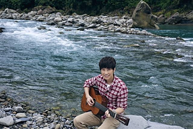 《愛在當下》首波主打歌MV劇照。(起初娛樂提供)