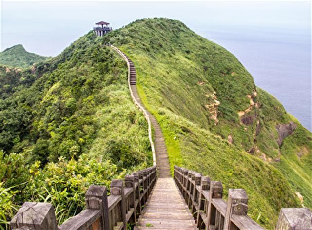 鼻頭角棱谷步道 (Jiashiang/Flickr)
