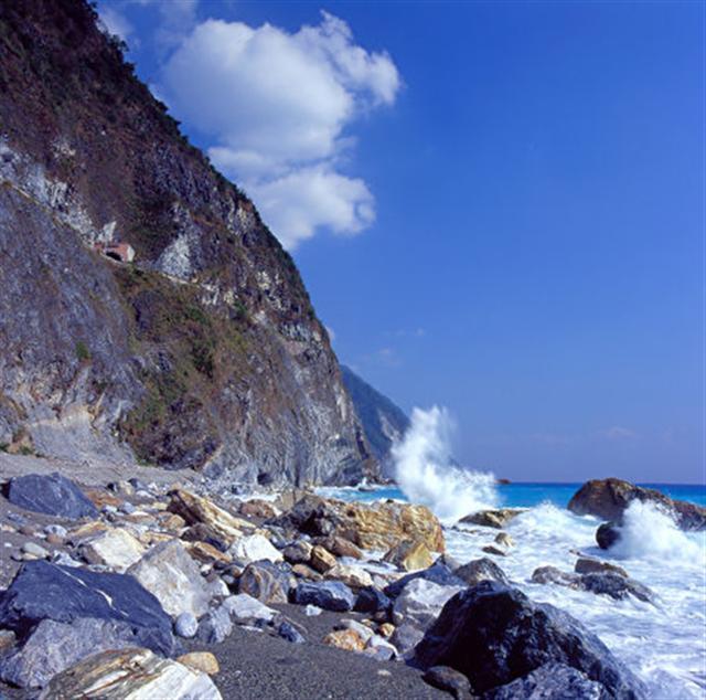 花東海岸清水斷崖。(台灣觀光局提供)