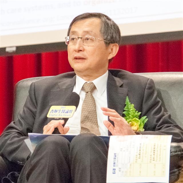 台灣研發型生技新藥發展協會副理事長張鴻仁主持杏輝生醫論壇。(杏輝藥品提供)