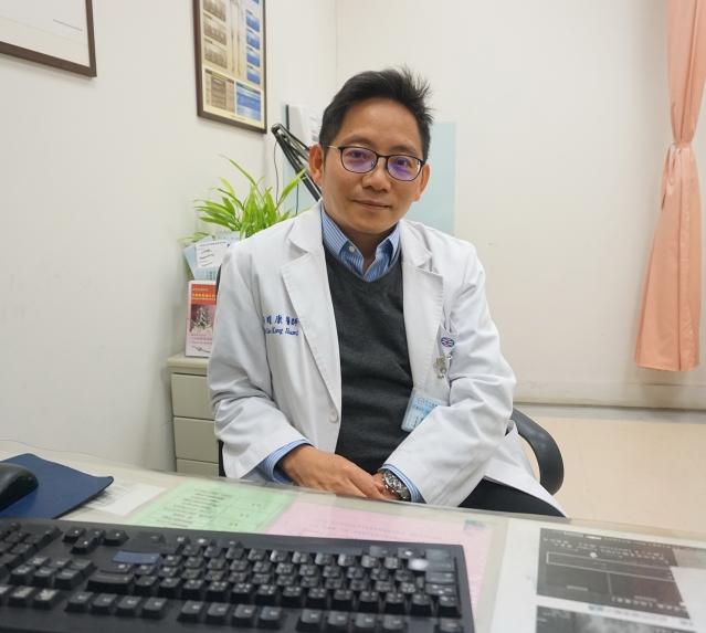 天晟醫院肝膽腸胃科黃耀康醫師。