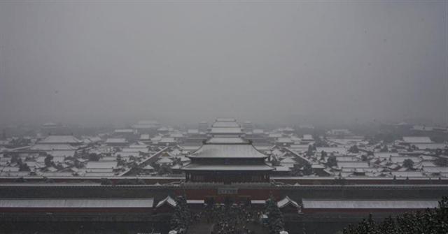 明清時期建成的紫禁城,則在重要宮殿建築上有特殊設計,讓焚燒產生的熱氣能透過建築本身散出,讓殿堂相當溫暖。(中央社/中新社提供)
