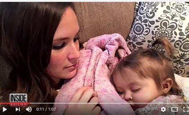 美國一名女大學生兼職做保姆,當她得知自己照顧的寶寶罹患疾病,活不到2歲時,毅然決定捐贈自己的肝臟。(視頻截圖)