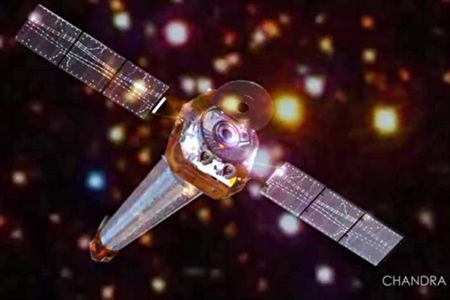 錢德拉(Chandra)太空望遠鏡觀測深太空中的星體。(錢德拉望遠鏡影片截圖)