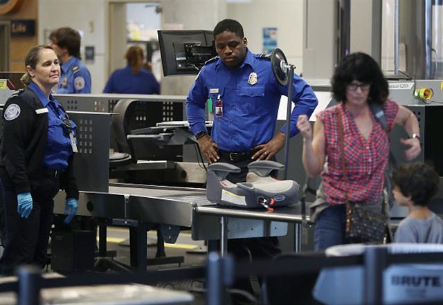 那些被遣返的人到底說錯什麼?圖為美國海關。(Joe Raedle/Getty Images)
