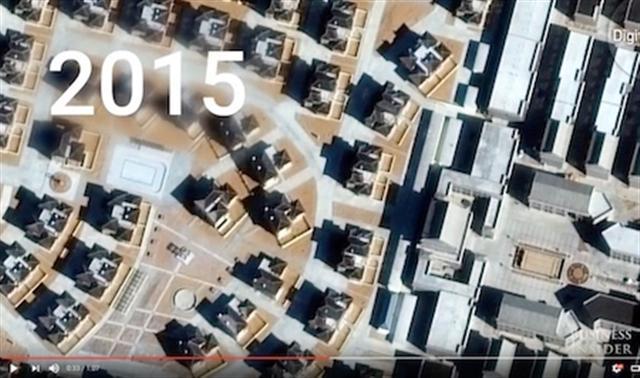 2015年,這個開發區的街道布滿了「麥克豪宅」。(Youtube視頻截圖)