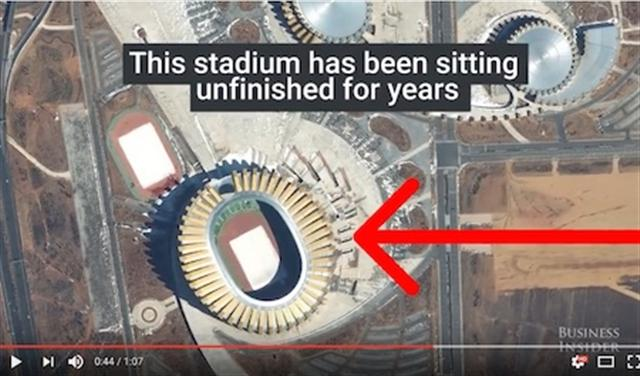 據DigitalGlobe說,這個體育場很長時間都未徹底完工。(Youtube視頻截圖)