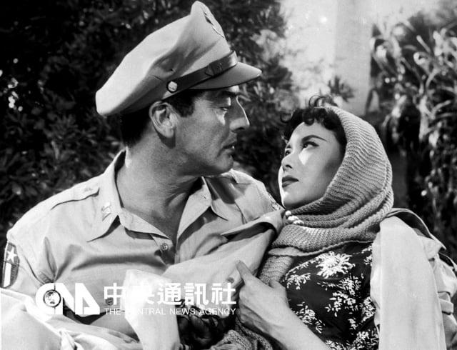 李麗華在好萊塢擔綱女主角,演出電影「飛虎嬌娃」。(中央社)