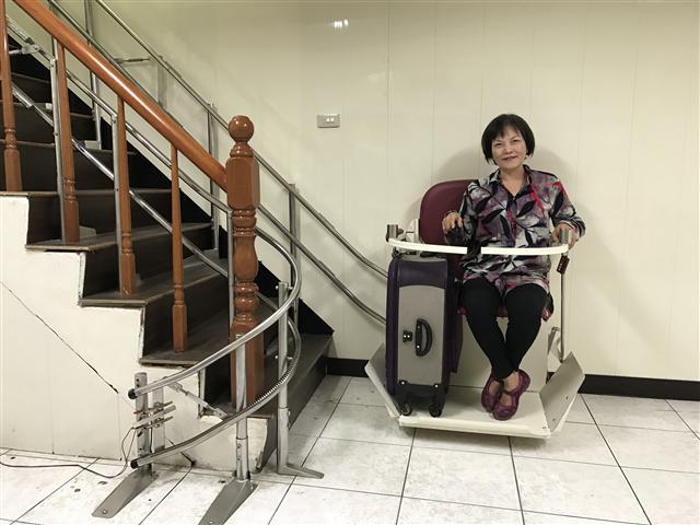 老闆娘說連人載行李箱也超級方便。(騰城科技提供)