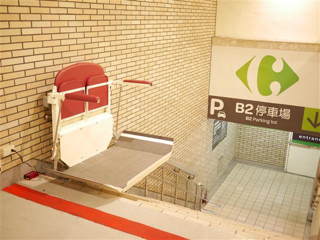 騰城樓梯升降椅在品質上獲得肯定,其商用客戶跨及大賣場、醫院診所、養護中心。(騰城科技提供)