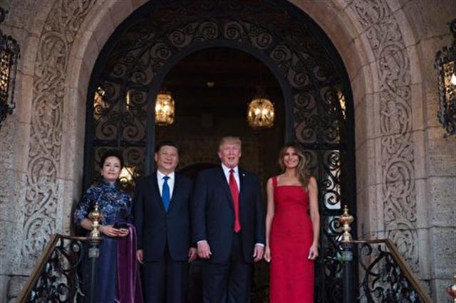 中美首腦及其夫人(JIM WATSON/AFP/Getty Images)