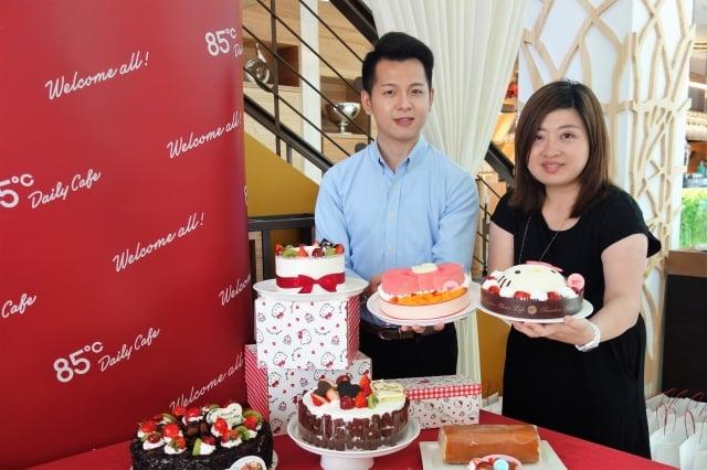 85度C今年與「不敗超萌教主」Hello Kitty合作,推出5款蛋糕。(記者黃玉燕/攝影)