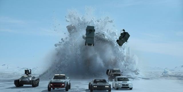 唐老大團隊在北極浮冰上大戰俄羅斯潛艦的橋段相當精采。(UIP提供)