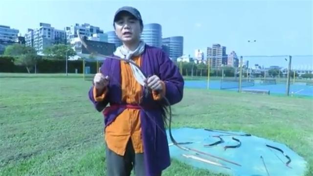 研究古兵器的台灣人許傑克,發現古人造弓箭雖不一定科學卻有智慧,鑽研複製明弓,在世界射遠錦標賽大放異采。(中央社)