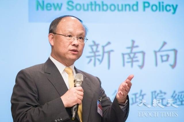 行政院政務委員鄧振中19日就新南向政策做專題演講,他表示,新南向18個目標國家中,目前有6個國家反應相當正面。(記者陳柏州/攝影)