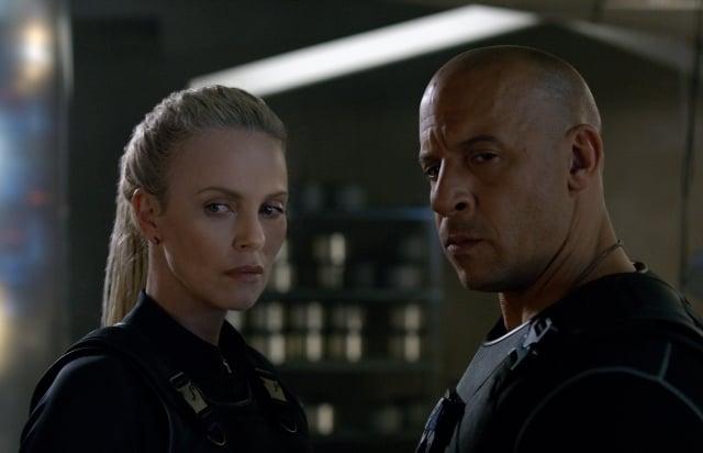 「唐老大」馮迪索(右)將與高科技恐怖份子莎莉賽隆(左)聯手。
