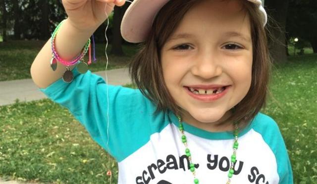 6月22日,加拿大一名6歲女童的牙齒被公園裡的小松鼠拔掉。(女孩父親David Freiheit 拍攝)