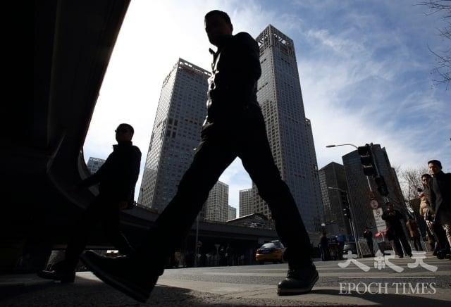 截至2016年年末,A股136家上市房企的負債總額超過4.92兆元人民幣。(大紀元資料室)