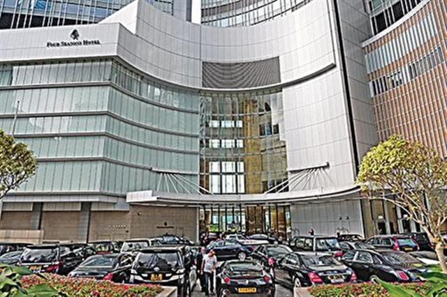 肖建華事件爆發後,酒店少了大陸豪客的蹤跡。酒店外停泊的豪華房車,只偶爾有一兩部掛有中港車牌。(宋祥龍/大紀元)
