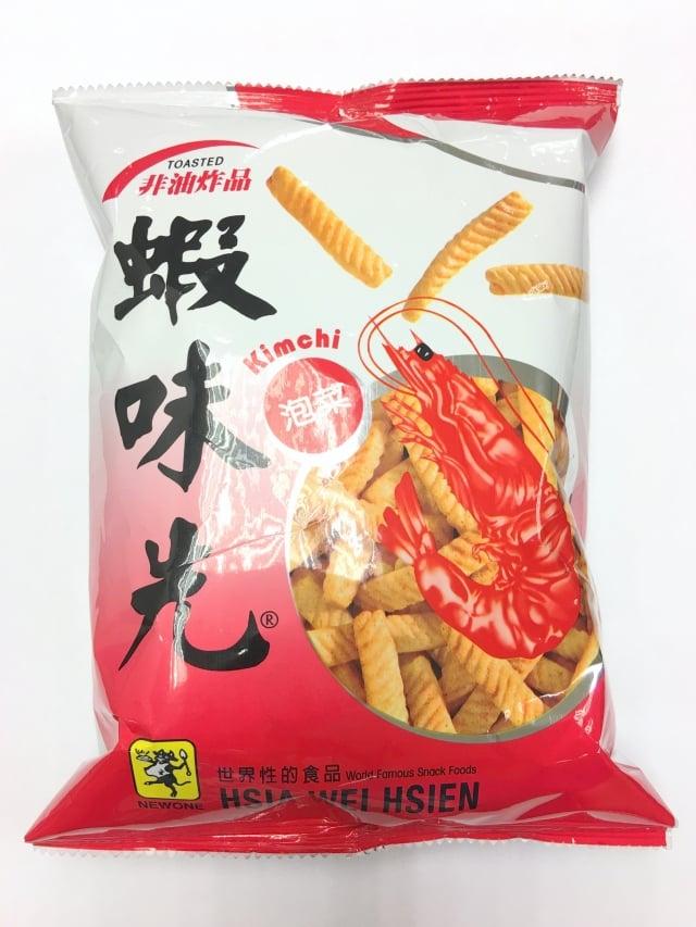零嘴「蝦味先」涉嫌使用過期柴魚原料,檢方查扣旗下4種產品。圖為泡菜口味。