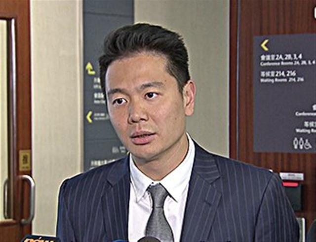 周浩鼎被質疑混淆了自己的角色,他應該代表香港人,而不是為梁振英辯護。(大紀元)