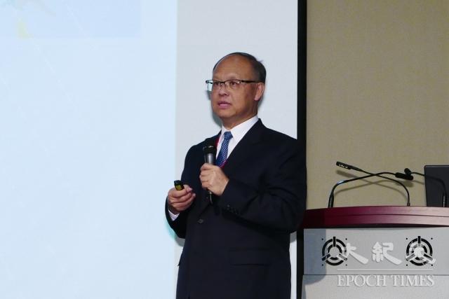 行政院政務委員鄧振中23日出席中經院的「新南向政策之機會、挑戰與人才培育」論壇,報告新南向工作成果。(記者郭曜榮/攝影)