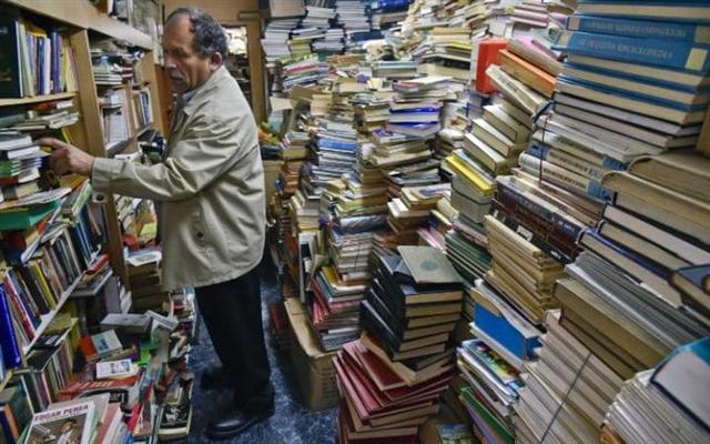 古鐵雷斯的圖書館被書本擠得水洩不通。(GUILLERMO LEGARIA/AFP/Getty Images)
