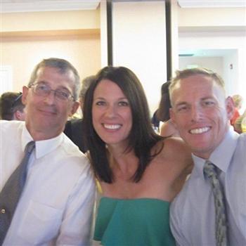 布登茲(右)生前與珍在一起。(Jenn Budenz/臉書)