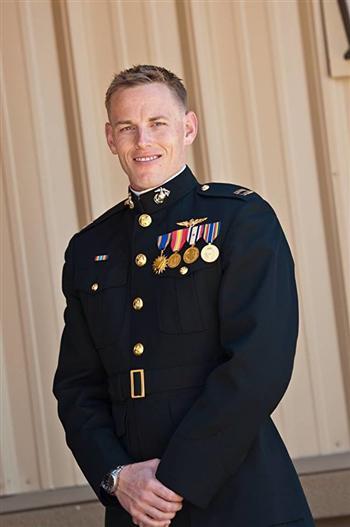 安德魯·布登茲的軍裝照片。他短暫的一生立功很多。(Honoring Fallen Marines/臉書)