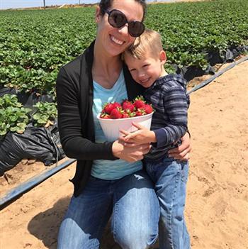 珍和已經3歲的兒子。( Jenn Budenz/臉書)