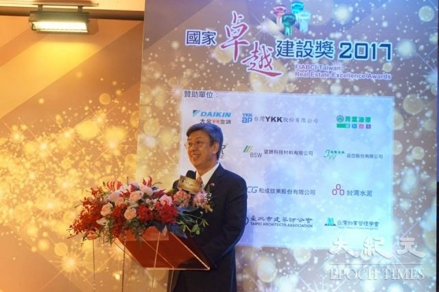 副總統陳建仁在2017國家卓越建設獎上勉勵業者(記者謝平平/攝影)