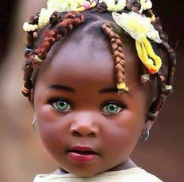 不論膚色,孩子們的眼神都是那麼的單純。(王巧馨臉書)