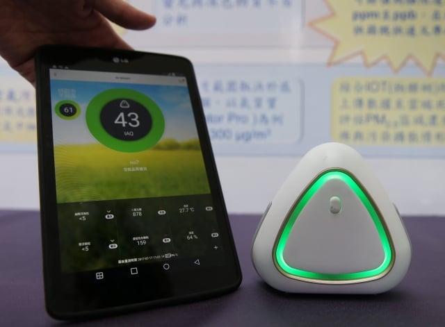環保署17日與中研院簽署合作備忘錄,聯合開發綠色檢測技術。圖為光學式PM2.5偵測器。(中央社)