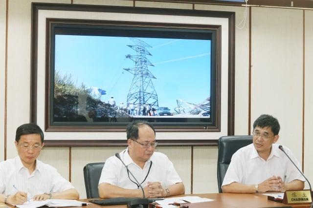 經濟部表示,大林電廠新1號機供電20萬瓩挹注,9日燈號即由「限電警戒」的紅燈轉為「供電警戒」的橘燈。(中央社)