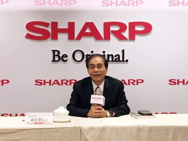 夏普社長戴正吳表示,錢用在台灣,花多少錢都要行銷,希望台灣鄉親能支持夏普。(中央社)