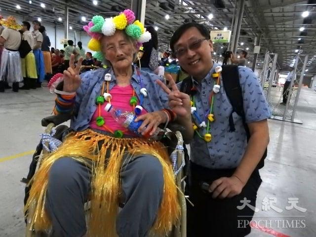 來自彰化老人養護中心的94歲阿嬤林錦鸞,去年得到輪椅接力賽金牌的榮譽,讓她對這次比賽更有信心。