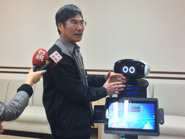科技部長陳良基表示,希望每年約培養1千名AI尖端工程師,幾年後就可符合產業需求。(記者徐翠玲/攝影)
