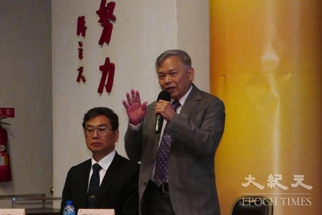 台大經濟系教授張清溪(右)引述中國大陸老軍醫的話,指因為軍隊較封閉,很多法輪功學員都被關押在軍隊裡,那些地方有十幾個器官庫。