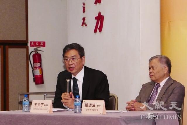 台灣營救受迫害法輪功學員協會理事長王仲宇(左)指出,人權問題不被解決,「中國永遠是個大監獄」。