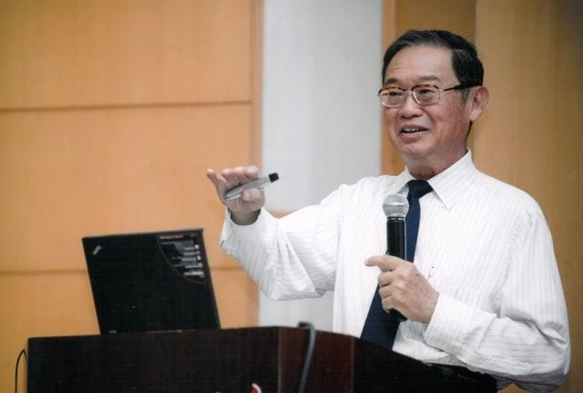 施敏獲全球電機電子工程師學會(IEEE)頒贈2017年度「尊榮會員」,為台灣第一人。(交通大學提供)