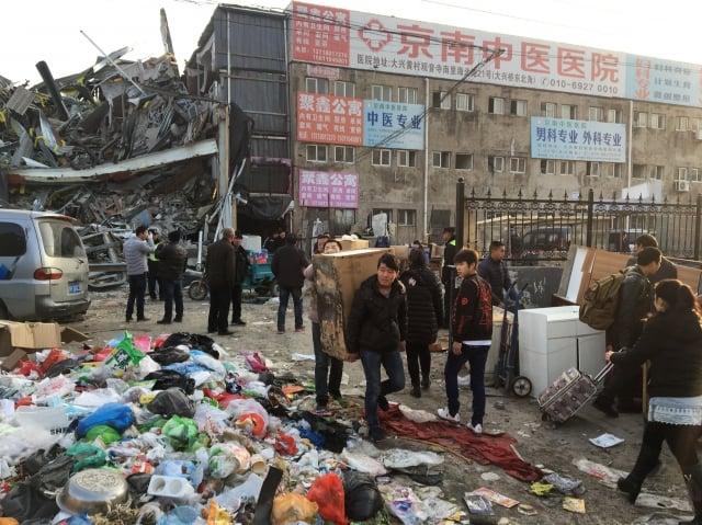 中共官方開展一場大規模整治行動,粗暴驅離所謂的「低端人口」,造成數十萬的低收入戶與外來打工族在寒冬中無家可歸。