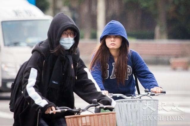 氣象專家吳德榮表示,週末預估有寒流南下,大台北地區低溫可能下探10度。圖為示意圖。(記者陳柏州/攝影)