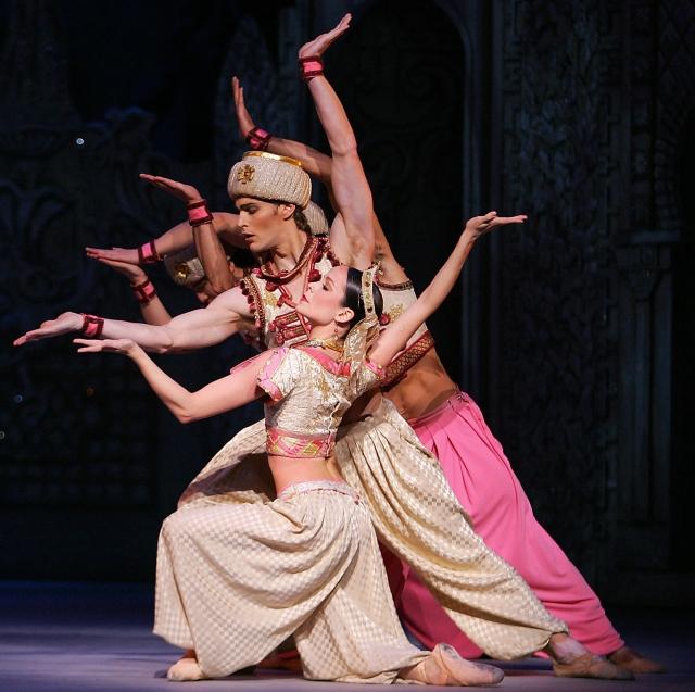 芭蕾舞劇《胡桃鉗》中,咖啡仙子的阿拉伯舞曲。