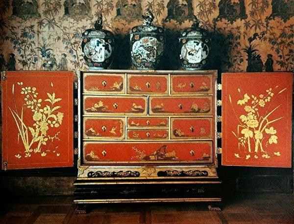 18世紀初達格利式的中國風漆木家具。(維基百科)