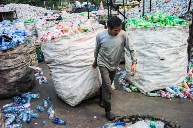 中共去年下令不再接受廢棄垃圾的進口,此舉勢必對全球環保回收業的造成衝擊。(Getty Images)