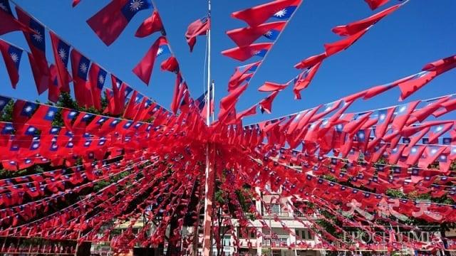 台灣解嚴,前新聞局長邵玉銘提到,國際對台灣非常稱讚,台灣街頭示威沒有流血,也沒有發生軍事政變,這對國際形象影響非常正面。