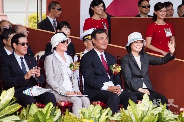 代宣布解嚴的邵玉銘表示,政治民主化一定要「玩真的」,兩黨政策可以不同,但老是搞統獨會不利於台灣深化民主。圖為106年雙十國慶大會。
