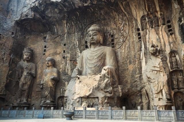 迫使宗教僧人、道士還俗或遭屠殺,破壞千年來的神佛信仰。(123RF)