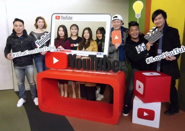 YouTube台灣與香港合作夥伴理陳佩琪(左4)與多位台灣YouTube達人級創作者分享粉絲經驗。(記者陳懿勝/攝影)
