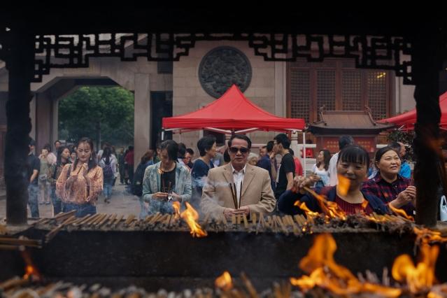 中共宣揚無神論,中國傳統信仰、建築早就在文化大革命破四舊時毀於一旦。(Getty Images)